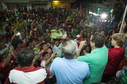 Multidão saiu as ruas para ver Henrique e Vilma em Alto do Rodrigues