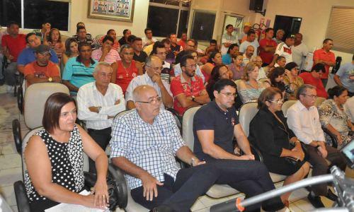 Sessão prestigiada por autoridades e populares