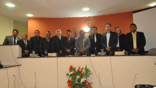 Prefeito Kerginaldo e vice-prefeito Einstein Barbosa com vereadores