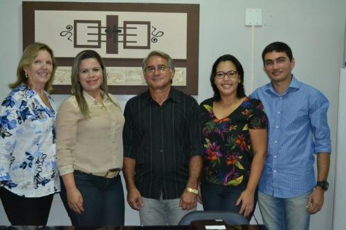 Secretária de saúde, Elizabeth Carrasco  com Aline Galdino e equipe de trabalho